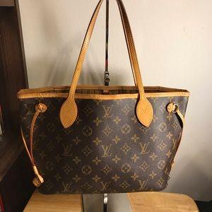 Louis Vuitton Neverfull pm size